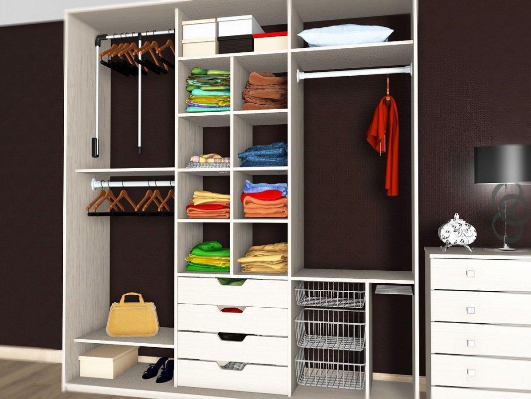 Преимуществом шкафа-купе является то, что в нем можно хранить все, что угодно – начиная от одежды и книг, и заканчивая предметами бытовой техники