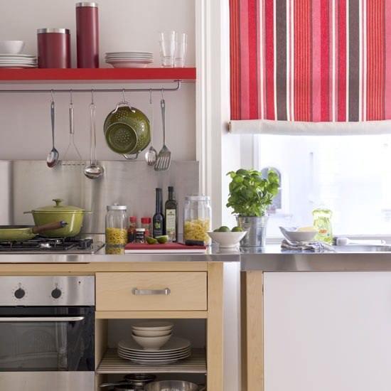 Для того чтобы разместить все необходимое на кухне в 8 кв м, стоит постараться