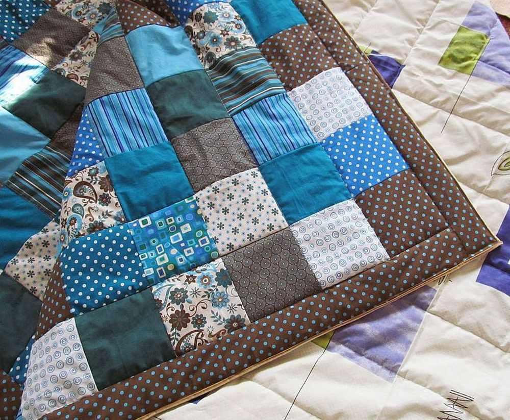 Лоскутные одеяла, подушки, прихватки и покрывала можно создавать, применяя технику лоскутного шитья