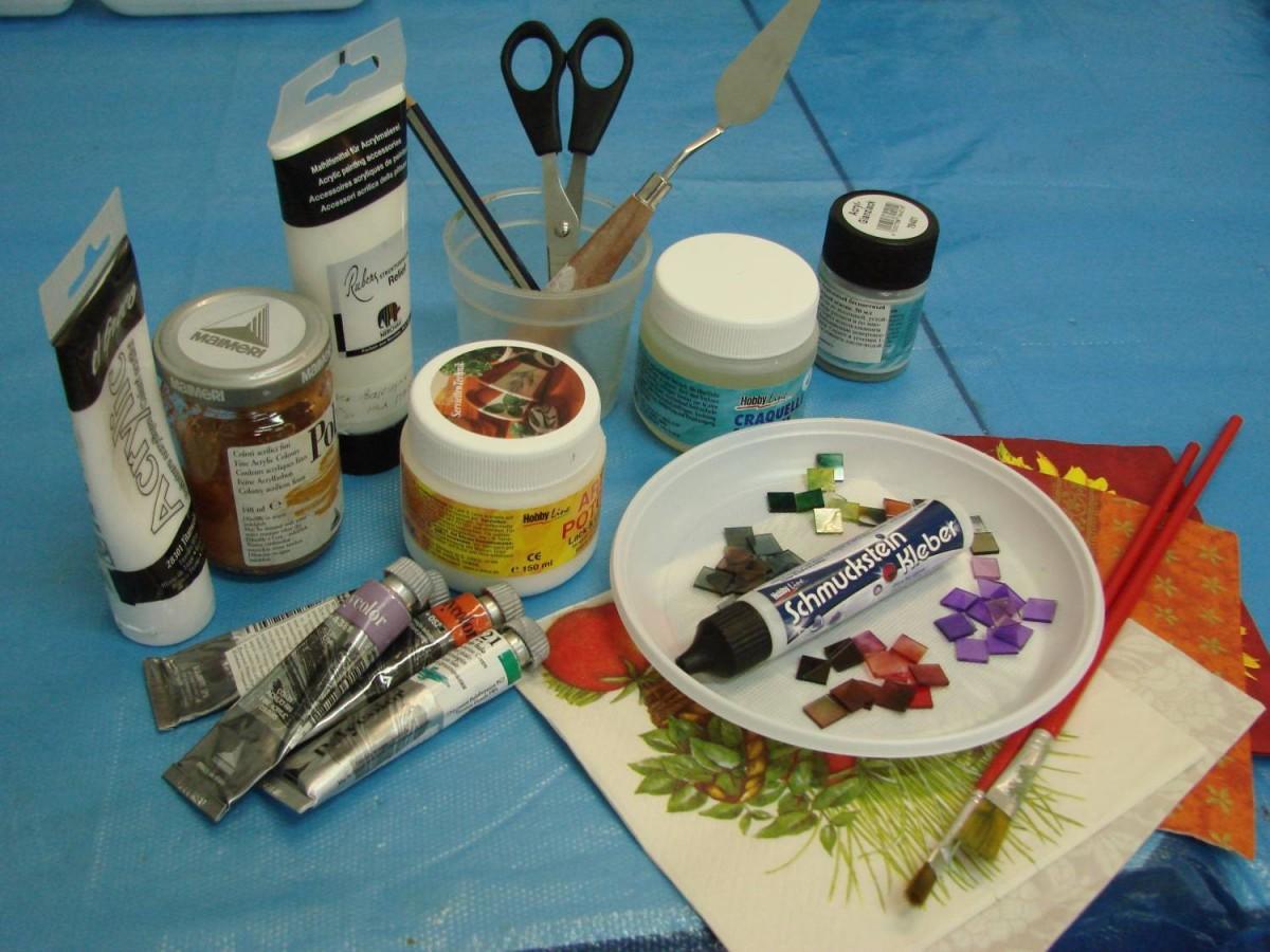Все необходимые материалы для декупажа можно приобрести в магазине, где продаются товары для рукоделия
