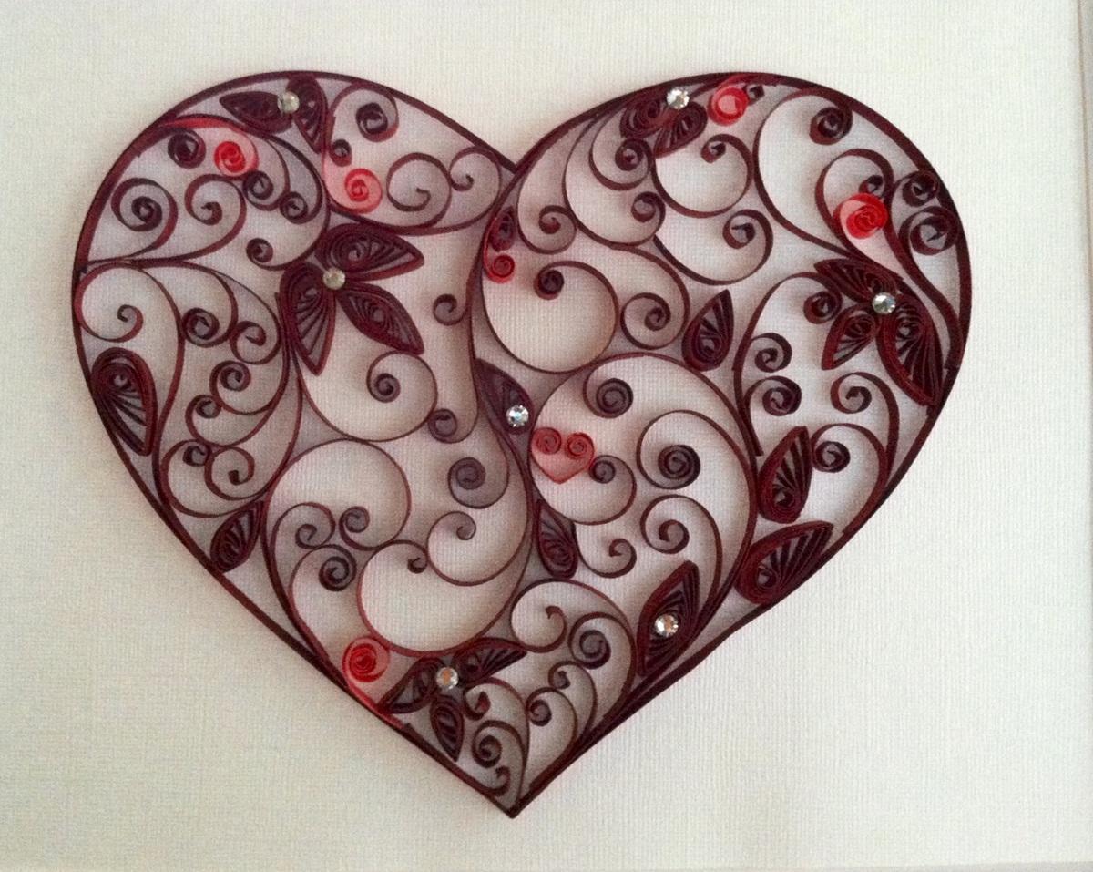 Начинающим рекомендуется делать сердце в технике квиллинг, которое не содержит сложных элементов