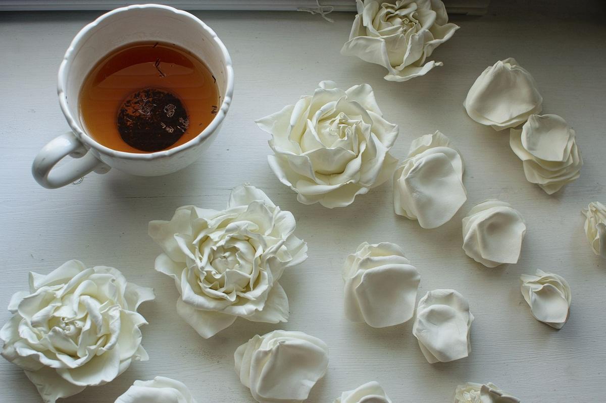 Собираясь делать цветы из фоамирана, стоит заранее подготовить шаблон для изготовления лепестков