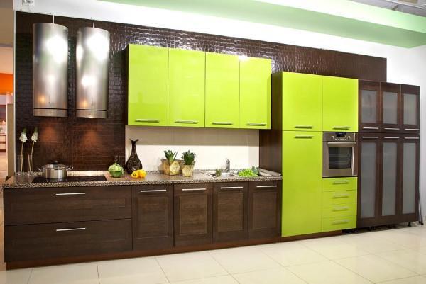 Подобные контрасты темно-коричневых оттенков и зеленого цвета чаще всего встречаются в кухне африканского стиля