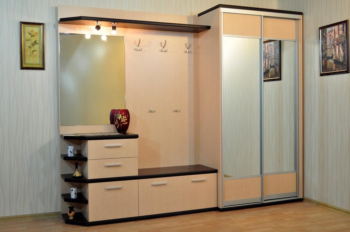 Для шкафа нужно выбирать материал, обработанный лаком или другим средством для защиты древесины