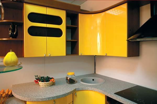 Желтый идеально подходит для гарнитуров самых разных форм