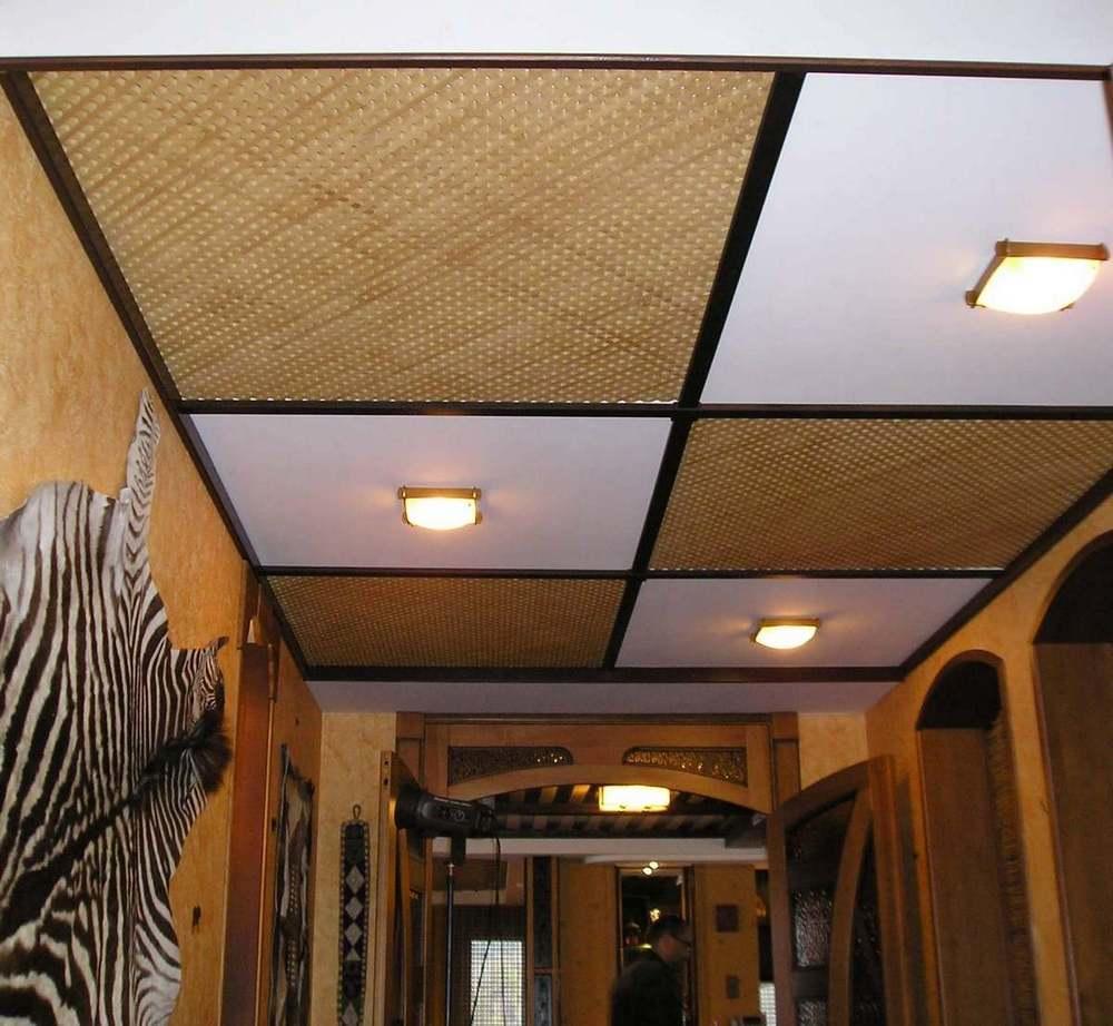 На сегодняшний день существует огромный выбор различных материалов для оформления потолка
