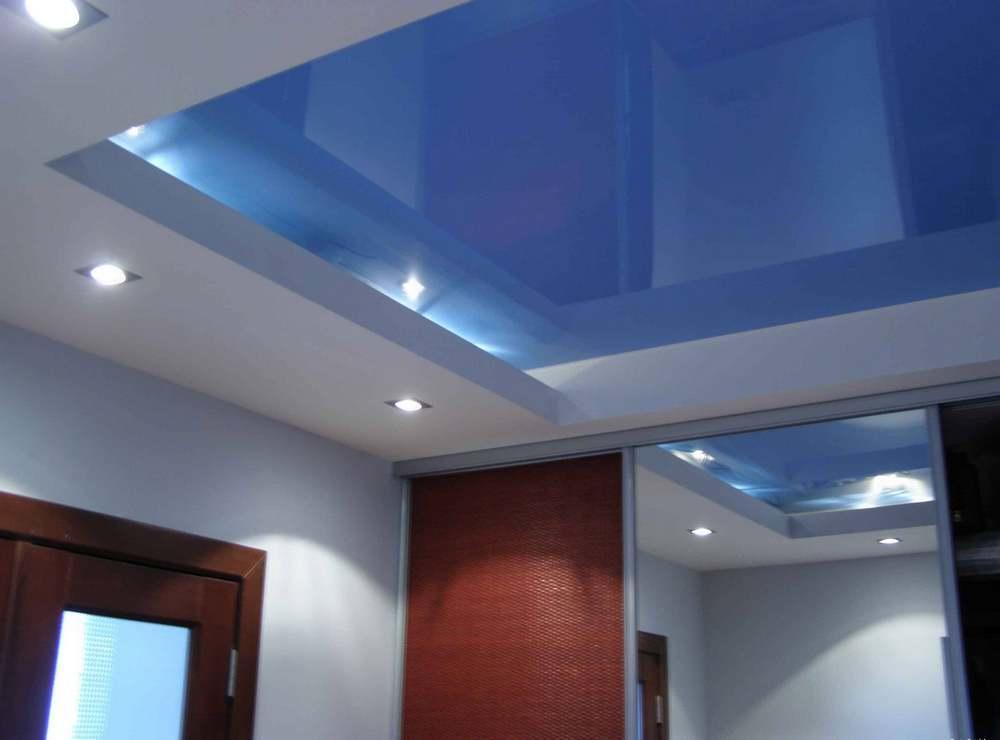Натяжные потолки в квартире смотрятся красиво, современно и роскошно