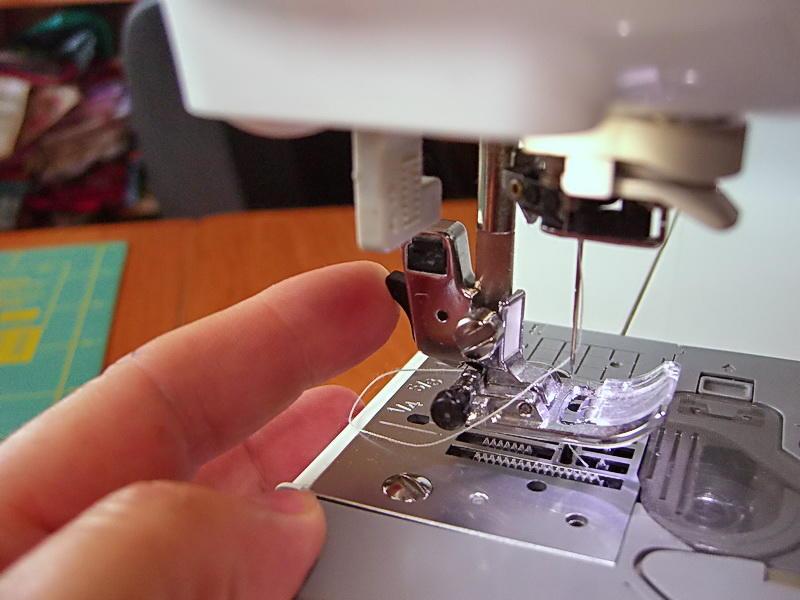 Ошибочно заправленная нить приведет к тому, что швейная машинка может работать некорректно