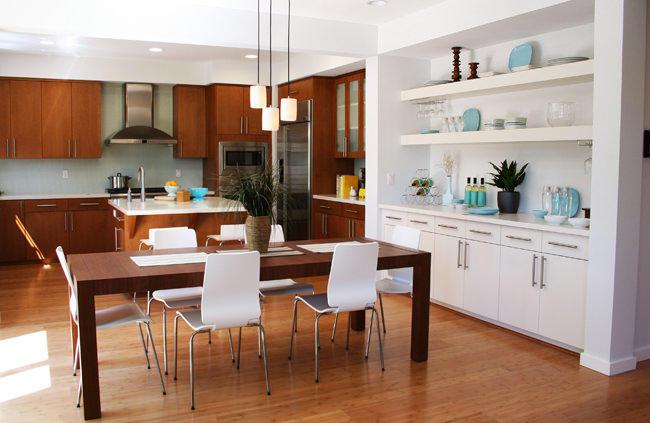 Объединяя кухню с гостиной, необходимо помнить, что стиль обоих помещений должен быть идентичным или просто удачно сочетаться