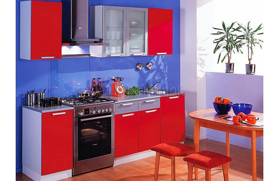 Цвет играет самую большую роль в восприятии интерьера кухни. В интерьере 7 кв. м лучше использовать светлые оттенки
