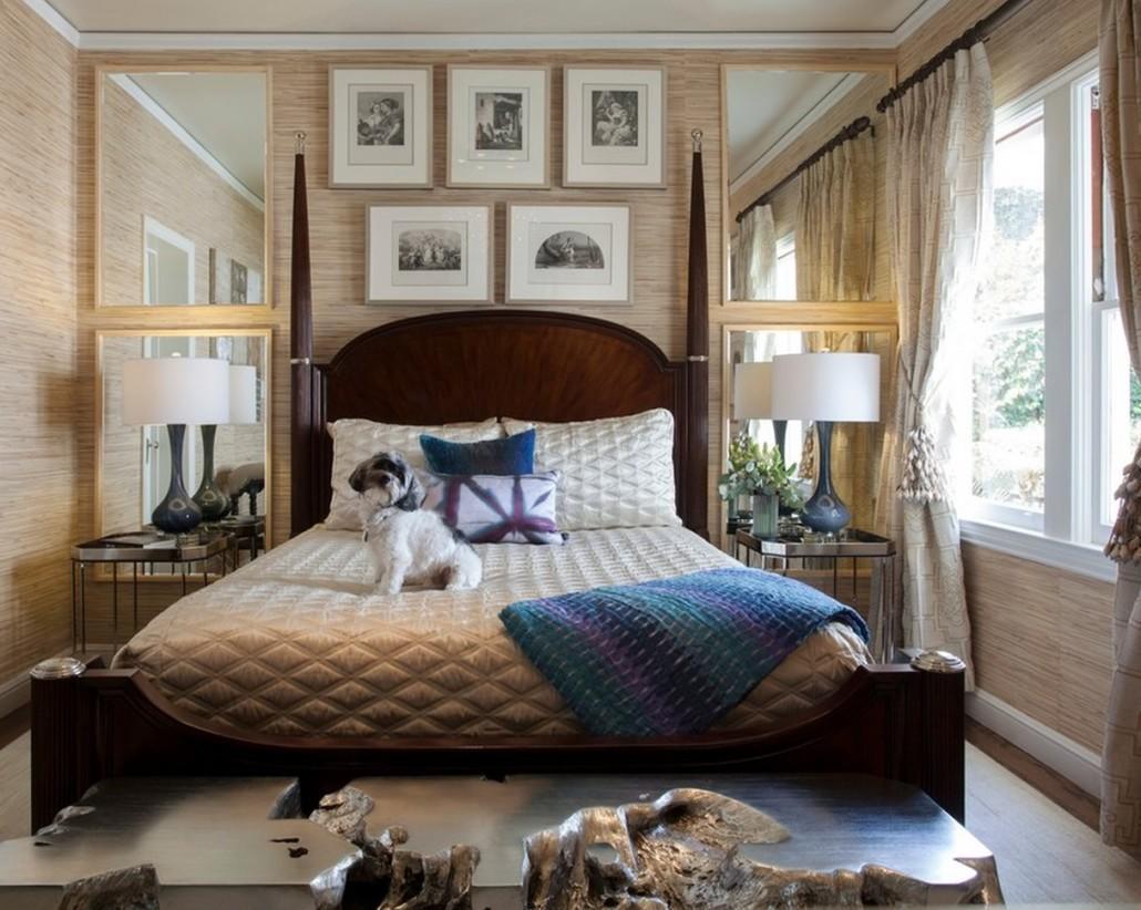 В маленькой спальне дизайнеры рекомендуют использовать зеркала и глянцевые поверхности