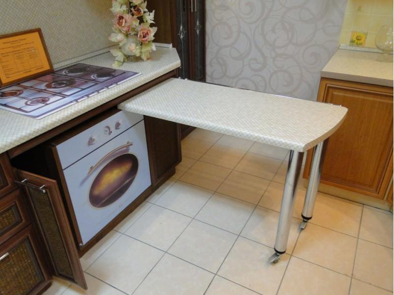 """Чтобы сделать интерьер более сбалансированным, необходимо стилизовать выдвижной стол """"под столешницу"""""""