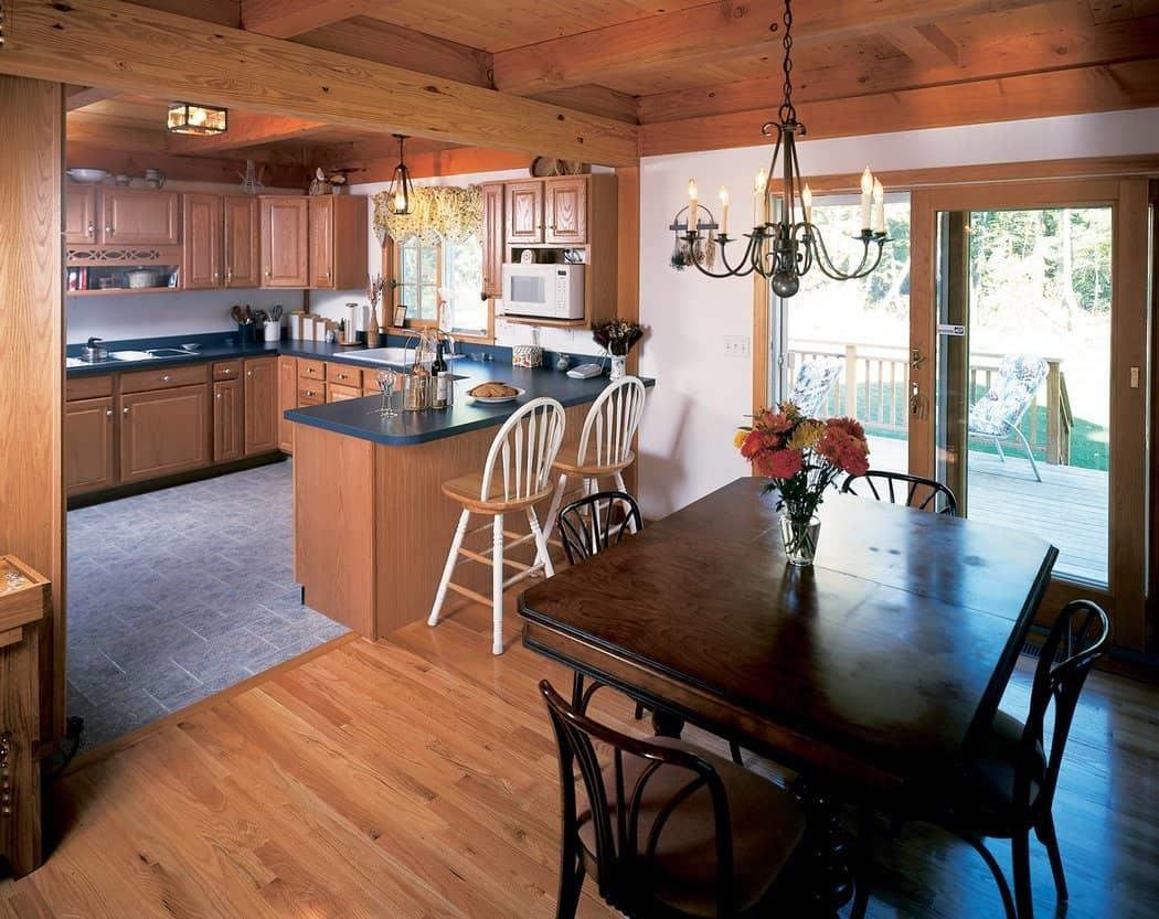 Кухня в деревянном доме должна быть функциональной, практичной и уютной