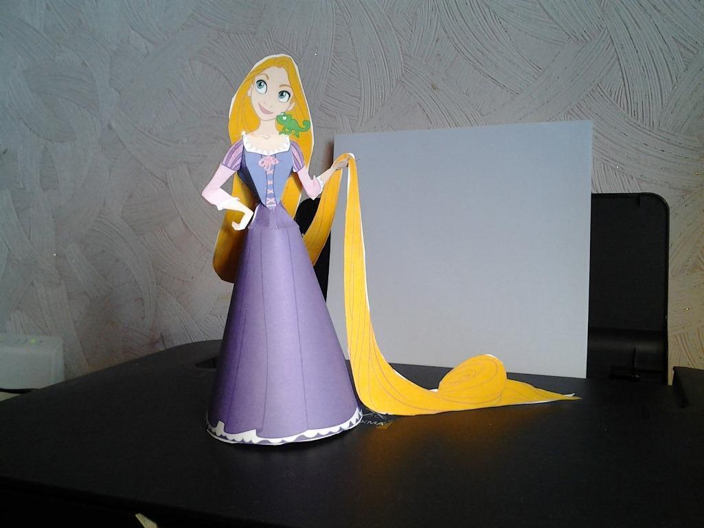 В качестве дополнения к домику станет уникальная кукла барби, которая изготавливается из бумаги