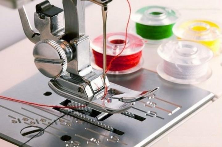Швейная машина, как и утюг, является бязательным спутником шитья в технике пэчворк. Без двух этих приборов сборка и точные соединения невозможны