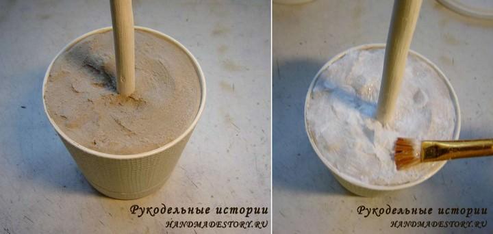 Берем цветочный горшок, фиксируем в нем ствол будущего топиария при помощи цемента, гипса или шпатлевки, заливая смесь на 1/3 горшка. Оставшееся пространство можно заполнить монтажной пеной, ватой или пенопластом