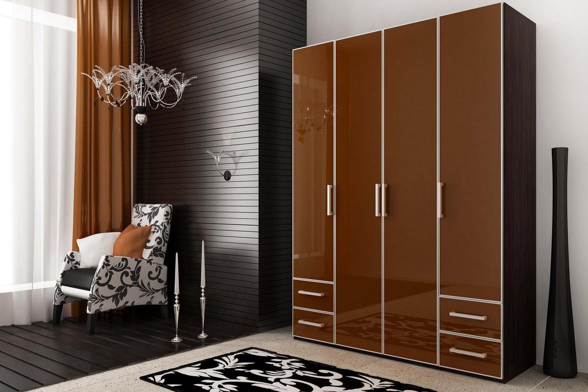 Распашной шкаф-купе может быть как отдельно самостоятельным шкафом или входить в мебельную композицию с различными элементами