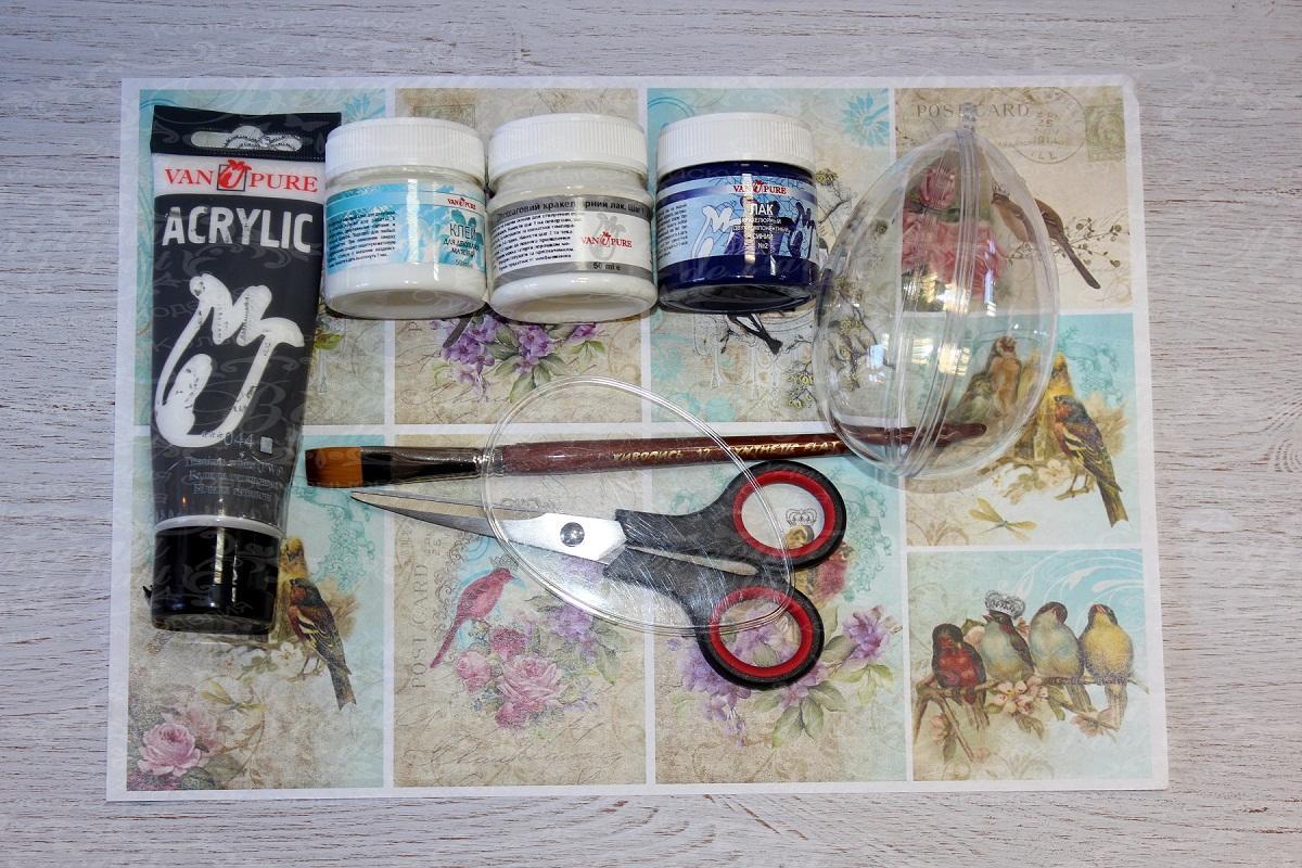 Перед началом декупажа нужно приобрести кисточку, ножницы, клеющее средство и другие материалы