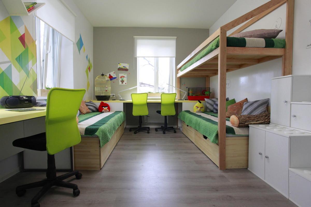 Если вам нужно обустроить комнату для трех мальчиков, тогда следует сперва грамотно продумать интерьер и наличие отдельных функциональных зон