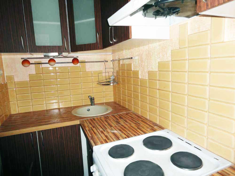 Отделка фартука прямоугольной плиткой - красивое и практичное решение