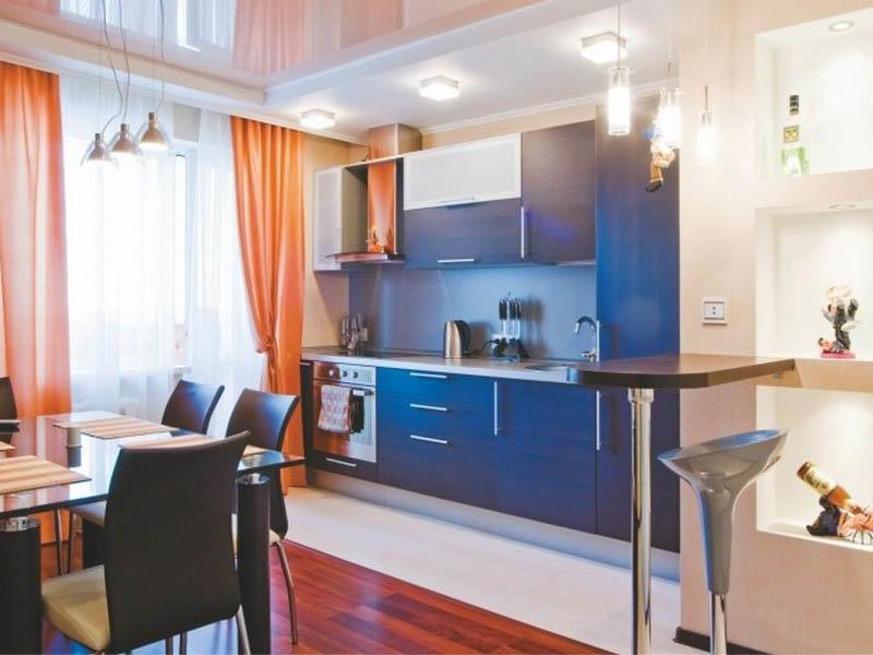 Двухрядное расположение мебели оптимально подходит для кухонь-столовых, имеющих выход на балкон