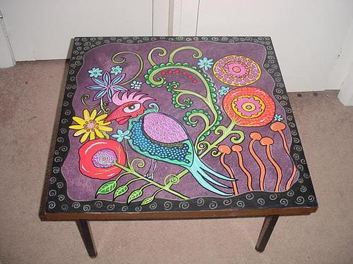 Подобный стол не только приобретает неповторимый стиль, но и не теряет в практичности