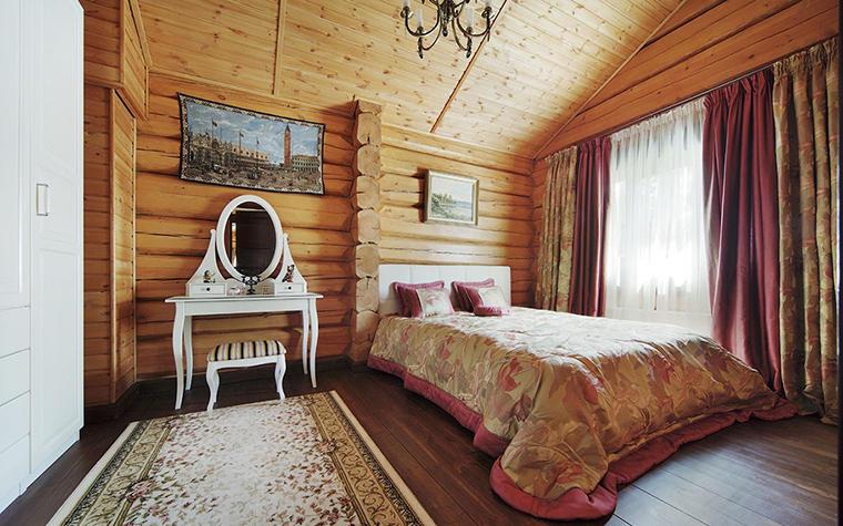 Для спальни в загородном доме отлично подойдут классический, средиземноморской, а также стиль лофт и прованс