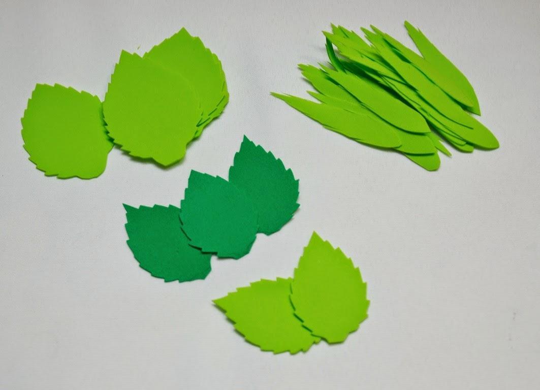 Для того чтобы листья получились ровными и аккуратными, следует заранее подготовить специальные шаблоны