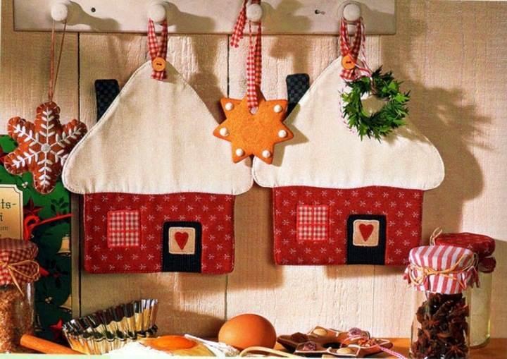 Взяв за основу данную идею, можно создать целую новогоднюю композицию из подставок под горячее, прихваток и других кухонных аксессуаров