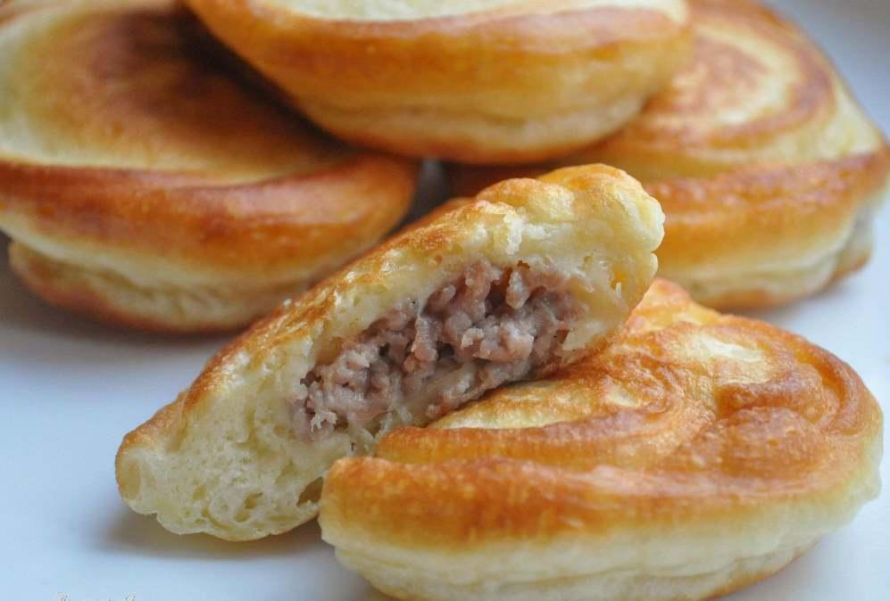 Мясные оладьи: из рубленного мяса, рецепт на скорую руку с фото, с сыром как приготовить, с крахмалом на кефире