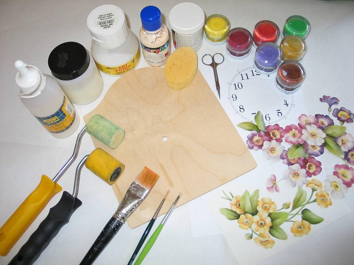 Все необходимые материалы для декупажа можно приобрести в магазине, специализирующемся на рукоделии