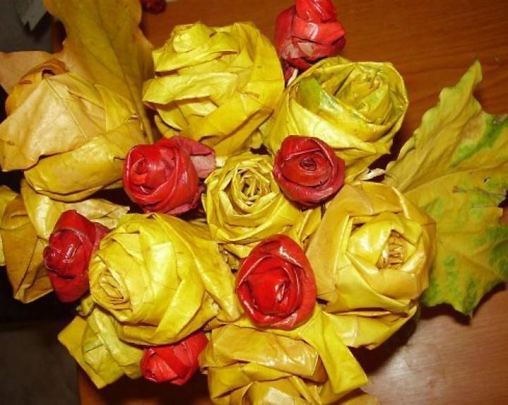 Розы из кленовых листьев нужны лишь для кроны будущего деревца