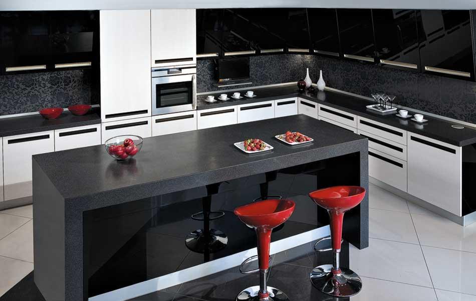 Особой тщательности при разработке требует проект угловой кухни, включающей в себя островные элементы