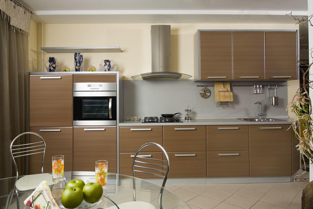 Светлое дерево - отличная основа для коричневой кухни!