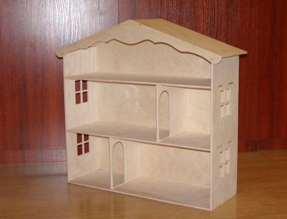 Собрать кукольный домик из фанеры достаточно легко и просто, с чем прекрасно справится даже новичок