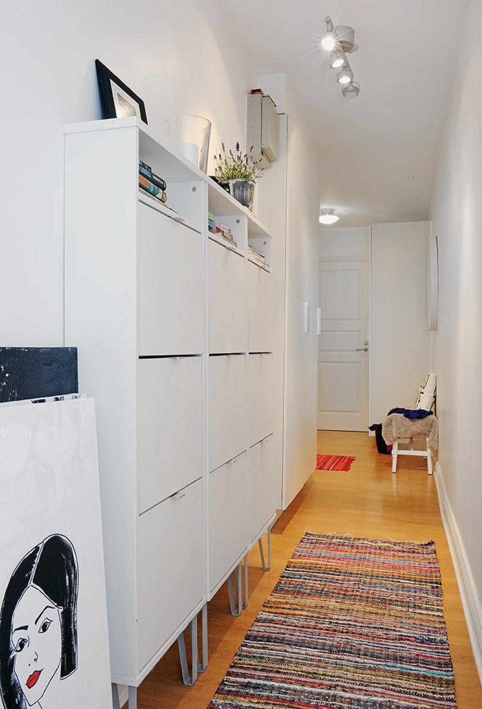 Чтобы прихожая была удобной для всех членов семьи, стоит выбирать функциональную мебель