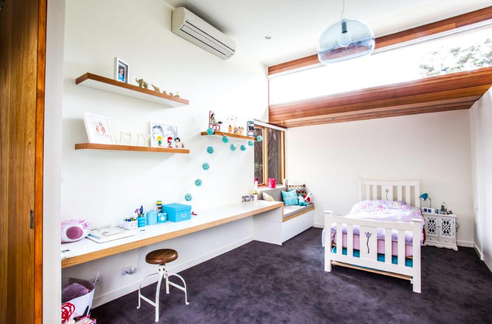 Ознакомиться с различными письменными столами для ребенка можно в интернете или в мебельных магазинах