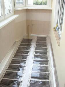 Помимо использования теплого пола, необходимо утеплить и стенки балкона