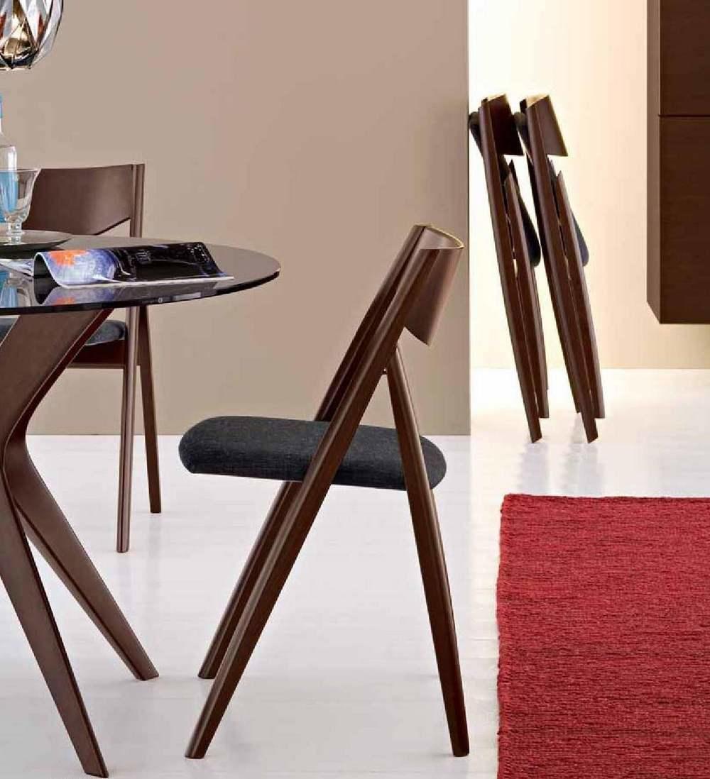Складные стулья помогают рационально организовать пространство