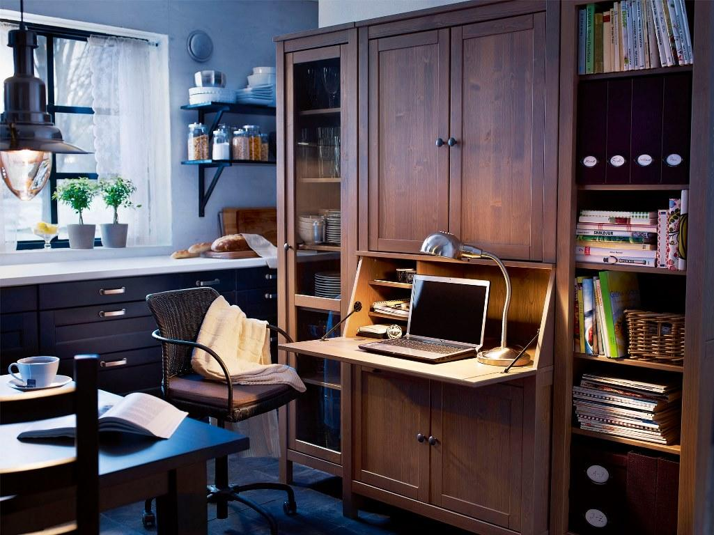 Преимущества деревянной мебели от Икеа заключается в том, что она характеризуется экологичностью, безопасностью и невероятным удобством