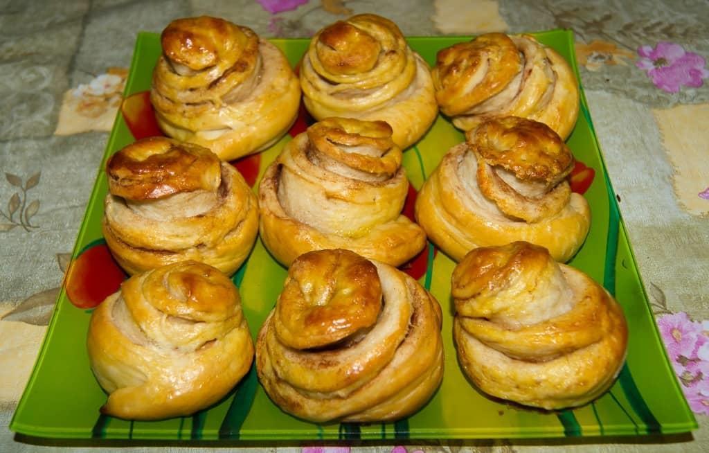 Такие булочки не только вкусные, но и полезные, так как они приготовлены на сыворотке