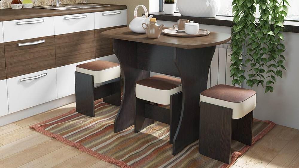 Раскладной столик в едином стилевом ансамбле с гарнитуром не будет визуально загромождать пространство небольшой кухни
