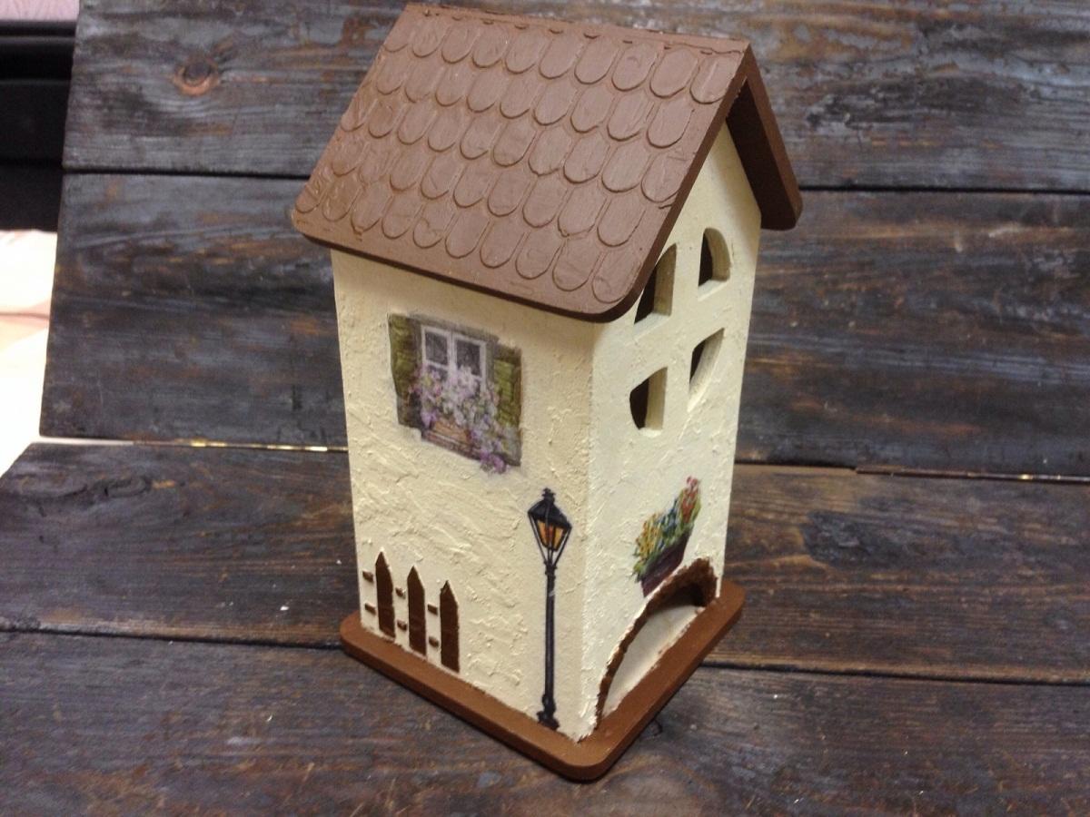 Оригинальным решением является создание на втором этаже чайного домика небольшого окошка