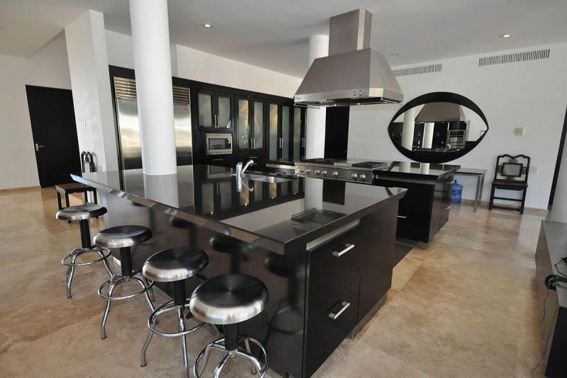 Грамотное зонирование - залог успеха для обустройства большой кухни (рабочая зона, столовая, зона отдыха и т.д.)