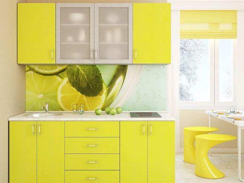 Для небольшой кухни, дизайн которой оформлен в светлых тонах, лаймовый оттенок будет своеобразным акцентом