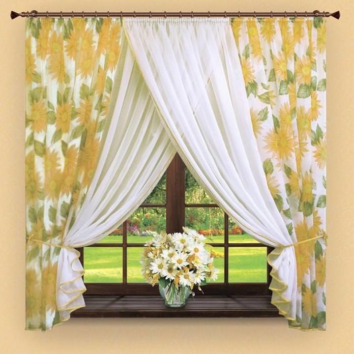 Если вы любите яркость, то коротенькие яркие шторы визуально более выигрышны и для глаз намного приятнее