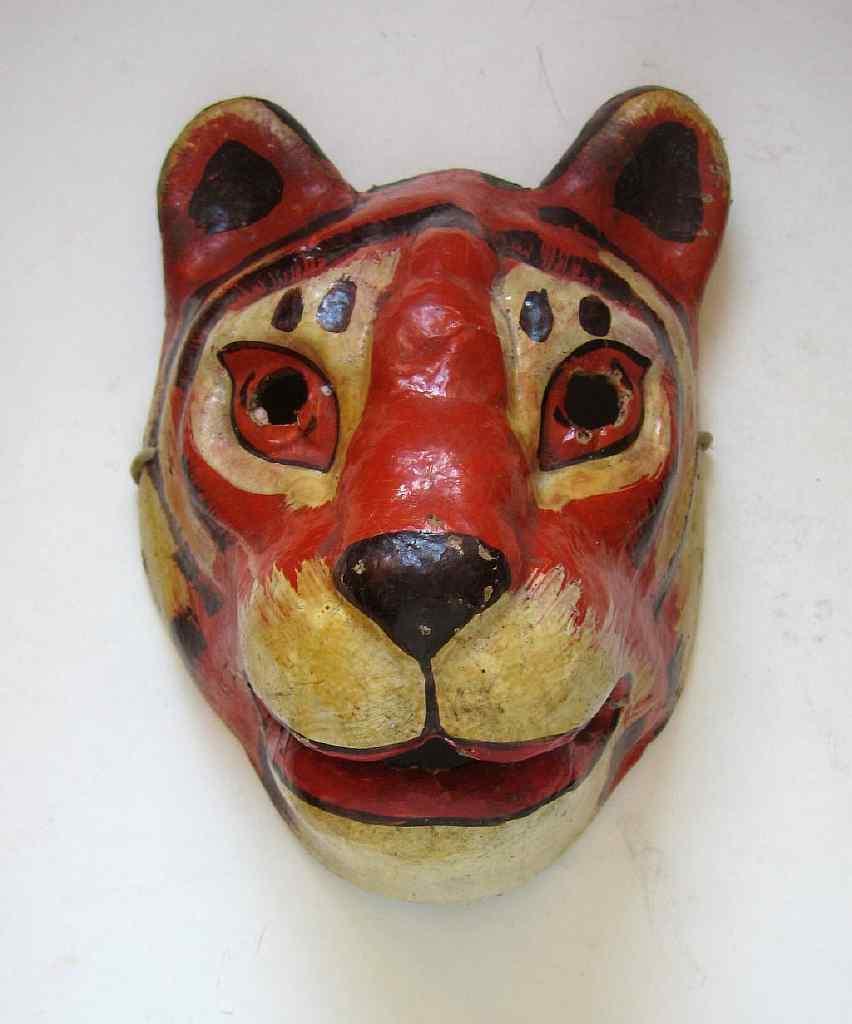 В качестве основы для будущего изделия можно использовать старую маску