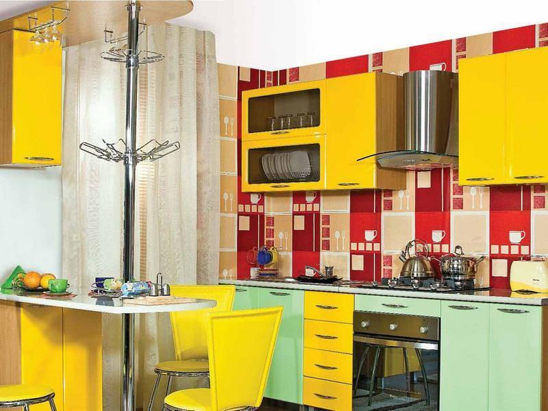 Модули кухонь эконом класса продаются отдельно и часто могут быть разукомплектованы, поэтому при подборе кухни следует придерживаться единого стиля