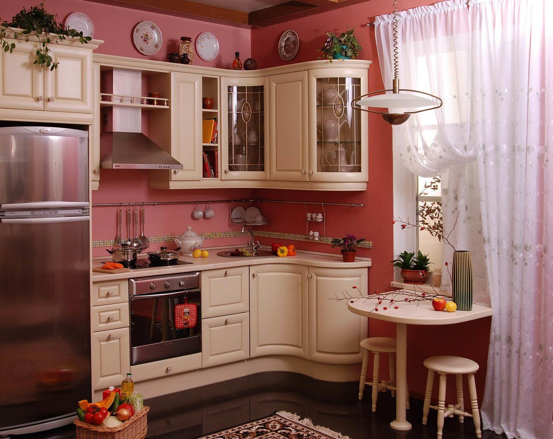 В кухне подобной площади и планировки будет к месту стиль кантри, классический или прованс
