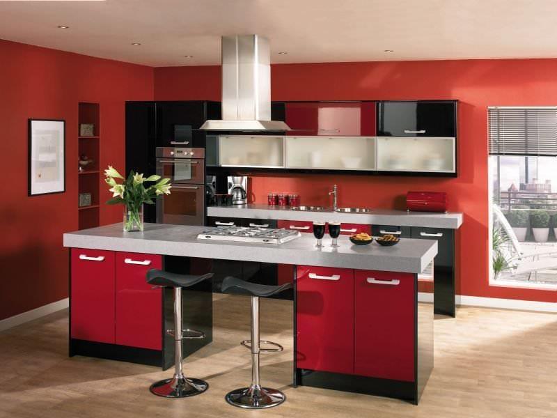 Красный цвет для кухни - отличная идея, он способствует появлению аппетита